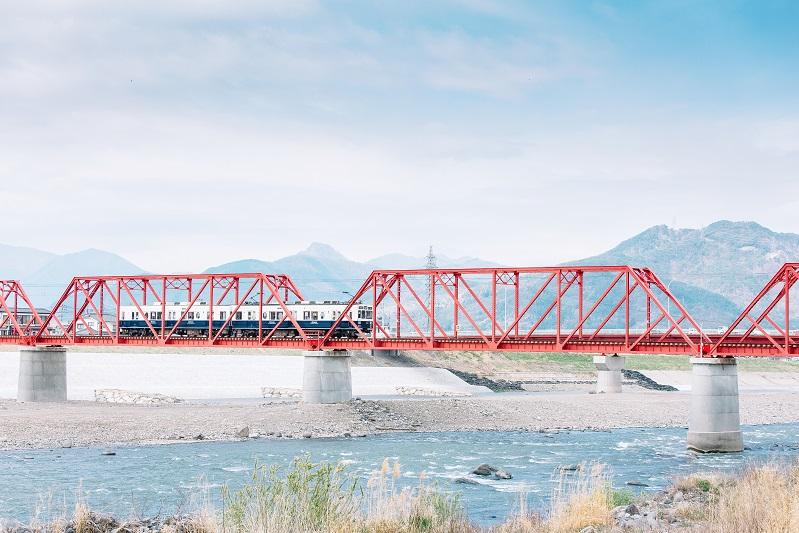 復旧した別所線のシンボル赤い鉄橋